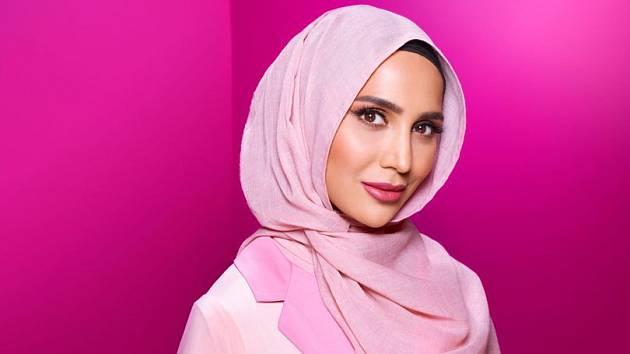 Muslimská modelka v hidžábu v reklamě značky L´Oréal na vlasovou péči