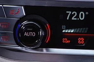 Novější modely BMW jsou vybaveny dotykovým ovládáním klimatizace