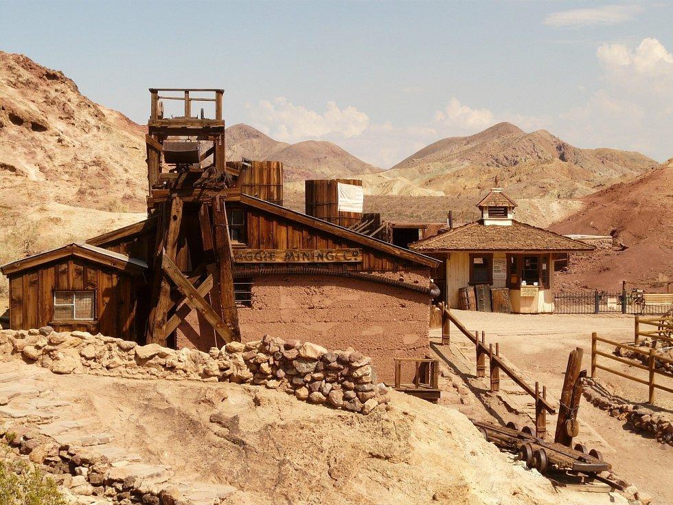Město duchů Kaliko je příkladem města opuštěného po konci zlaté horečky.