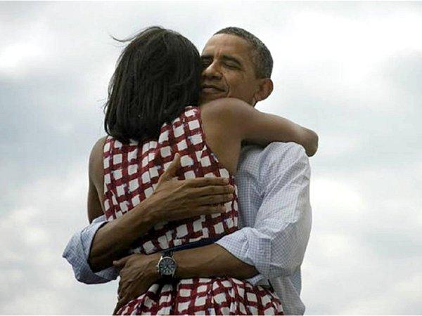 Tuto fotografii zveřejnil Barack Obama na svém twitterovém účtu 7.listopadu krátce po oznámení odhadů výsledků prezidentských voleb.