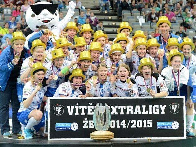 Florbalistky Chodova získaly poprvé v historii extraligový titul.