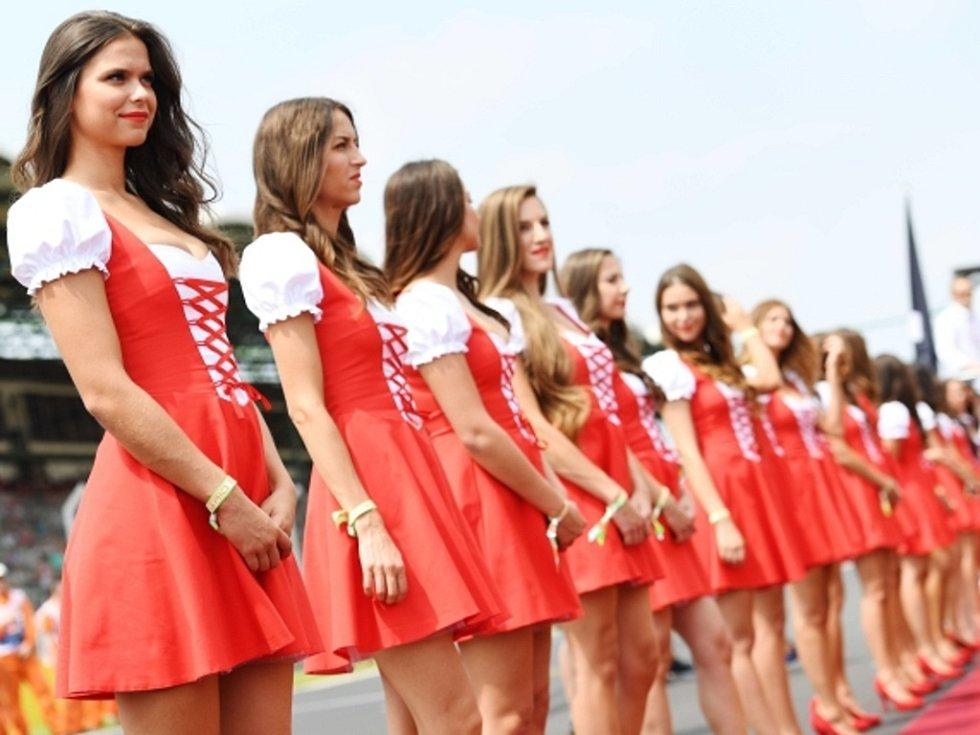 Ani při Velké ceně Maďarska formule 1 nechyběly krásné modelky.