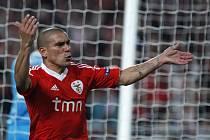 Maxi Pereira z Benfiky se raduje z gólu proti Zenitu.