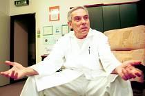 ÚSPĚCH. Lékař Pavel Pafko přesně před patnácti lety transplantoval jako první v Česku obě plíce.