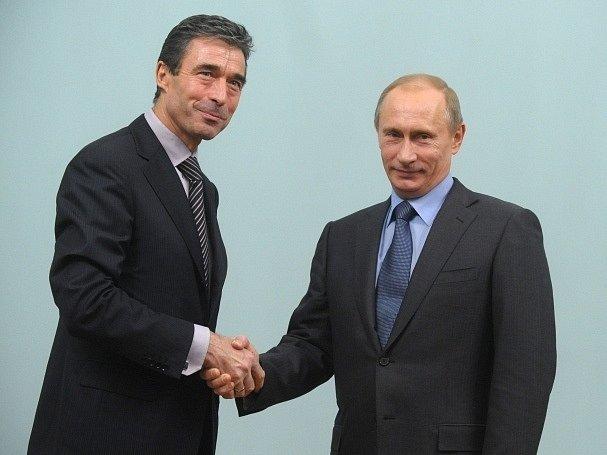 Anders Fogh Rasmussen a Vladimír Putin v prosinci 2009.