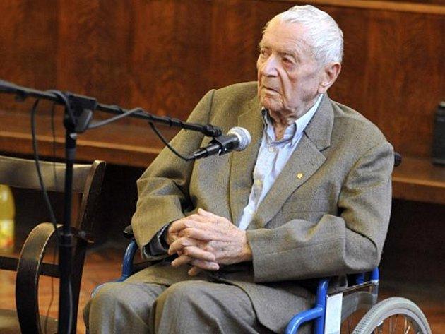 Ve věku 97 let zemřel v sobotu 3. září 2011 bývalý důstojník maďarského četnictva Sándor Képíró, který byl obviňován z válečných zločinů v Srbsku v roce 1942.