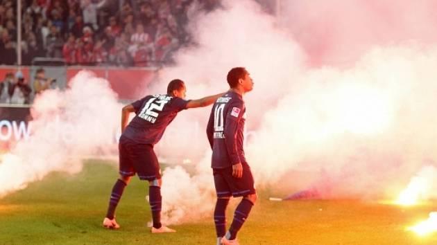 Duel mezi Düsseldorfem a Herthou poznamenaly a ovlivnily výtržnosti fanoušků.