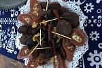 Podél silnic, ale i ve městech na každém rohu prodávají zvláštní klobásky. Když ale přijdete blíž zjistíte, že to není maso, ale sušené ovoce. Jde o gruzínskou specialitu, která se jmenuje nevyslovitelně čurčchela.