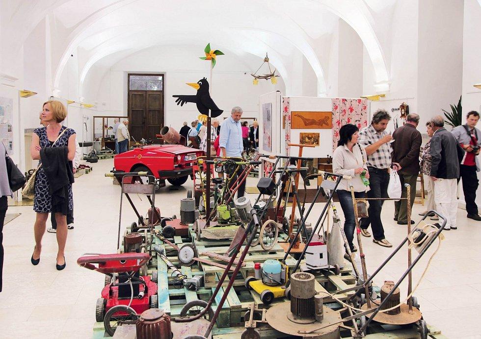 """Muzeum kutilství má být """"kouskem slávy pro kutily"""". Podle exponátů jde však spíše ovelkolepou oslavu české šikovnosti."""