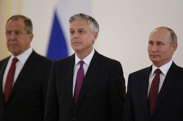 Jon Huntsman, Vladimír Putin a Sergej Lavrov