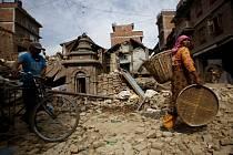 Počet obětí dvou zemětřesení, která v uplynulých týdnech zasáhla Nepál, přesáhl 8500.