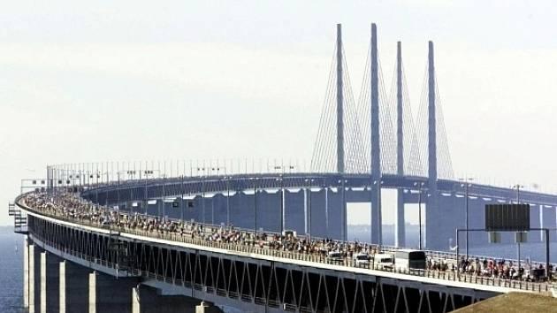 Öresundský most spojující Švédsko a Dánsko.