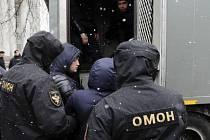 Ulice v Minsku obsadili policisté.