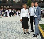 Pražská primátorka Adriana Krnáčová, starosta Prahy 5 Pavel Richter (uprostřed) a spolumajitel Penty Marek Dospiva (vpravo). Developer Penta Real Estate je součástí investiční skupiny Penta, do níž patří i Vltava Labe Media, vydavatel Deníku.