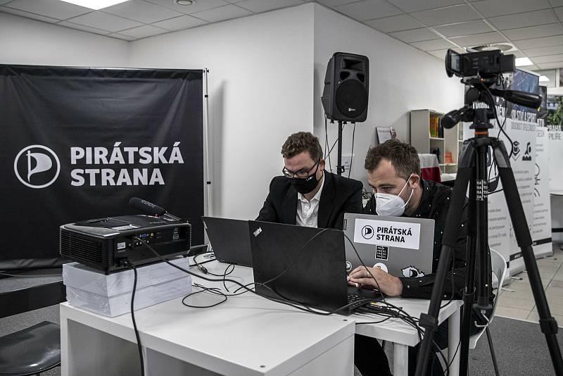 Volební štáb Pirátů při krajských a senátních volbách.