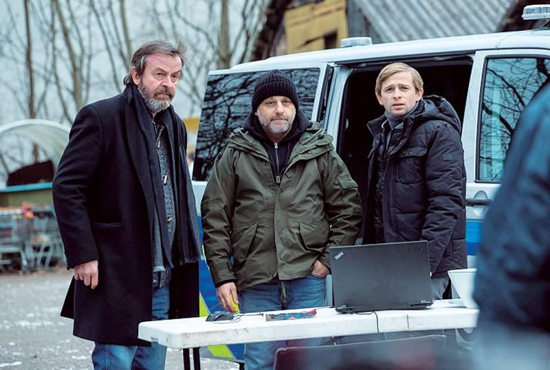 V úspěšném krimiseriálu Rapl ztvárnil postavu detektiva Lupínka, jeho kolegy představují Hynek Čermák a Alexej Pyško.