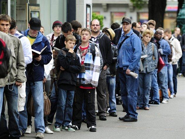 Švýcaři budou v červnovém referendu hlasovat, zda se jejich země stane první na světě, která zavede garantovaný příjem pro všechny své dospělé občany.