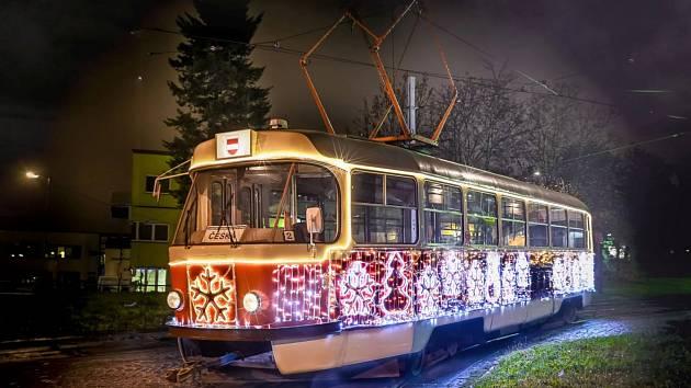 Brněnská vánoční tramvaj.