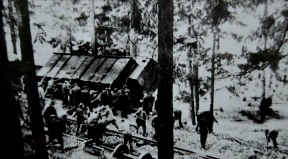 Vojenský transport zničený partyzánským útokem