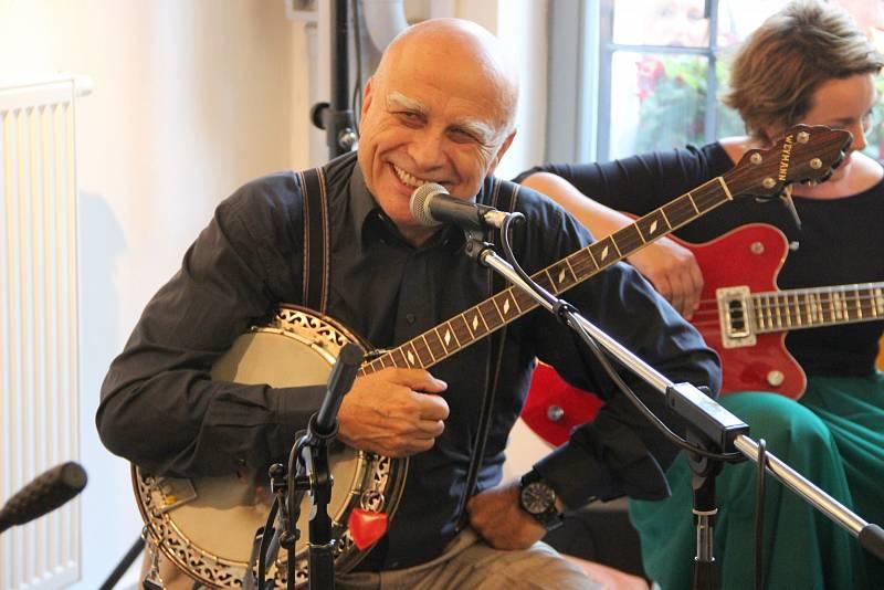 V současné době se Ivan Mládek věnuje především výtvarné činnosti a koncertování se svým Banjo Bandem