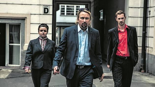 Tonda, jehož hraje Marek Daniel, je po návratu z letní rezidence znovu na scéně, připraven se svým týmem spolupracovníků, tajemníkem Žížalou (Michal Dalecký) a sekretářkou Lenkou (Halka Třešnáková) čelit novým výzvám.