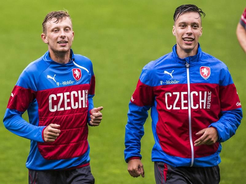 """Fotbalisté reprezentačního """"A"""" Ladislav Krejčí (vlevo) a Václav Kadlec se připojili k jednadvacítce."""