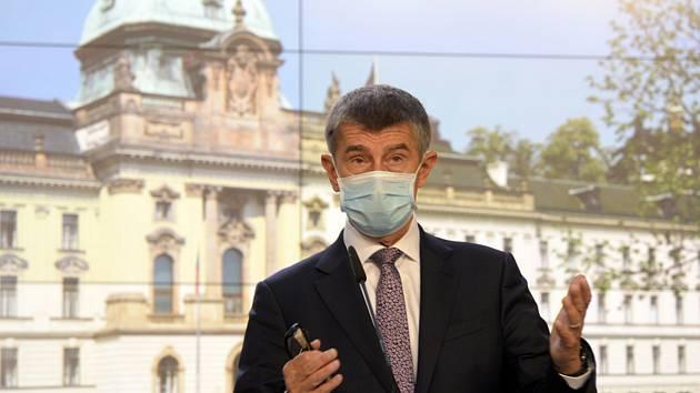 Premiér Andrej Babiš (ANO) hovoří 5. června 2020 v Praze na tiskové konferenci po mimořádném jednání vlády