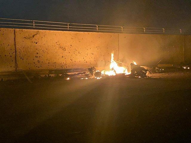 Americký raketový útok na letiště v iráckém Bagdádu.Zdroj: ČTK/APPři americkém útoku byl zabit velitel íránských elitních jednotek Kuds Kásim Sulejmání.Zdroj: ČTK/ABACA/AA/ABACA Americký raketový útok na letiště v iráckém Bagdádu.