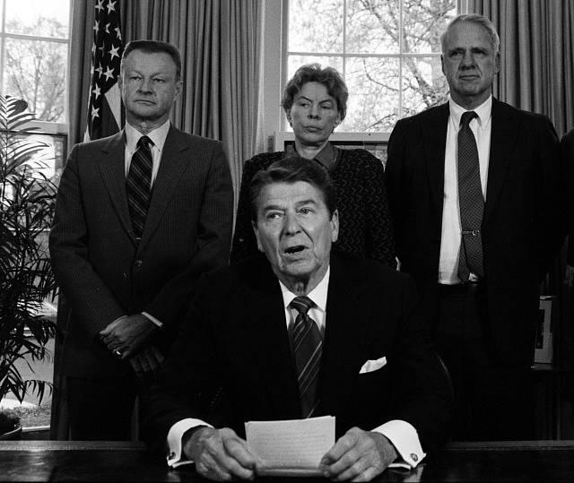 V Oválné pracovně v roce 1985 s prezidentem Ronaldem Reaganem