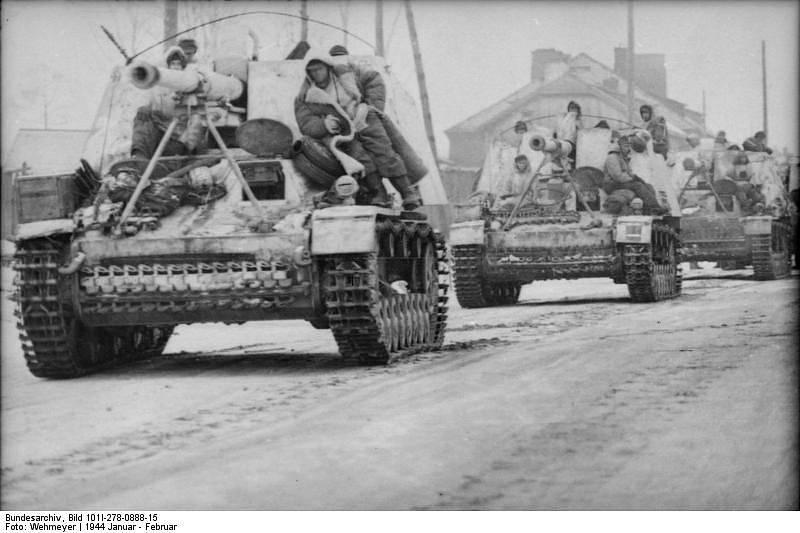 Německý stíhač tanků Nashorn (česky nosorožec), původním názvem Hornisse, na ruské frontě
