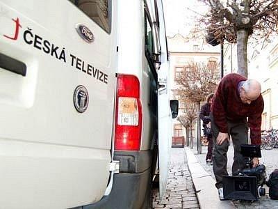 Generální ředitel České televize Jiří Janeček se ve středu odpoledne rozhodl na vlastní odpovědnost stáhnout z vysílání předvolební spot Národní strany.
