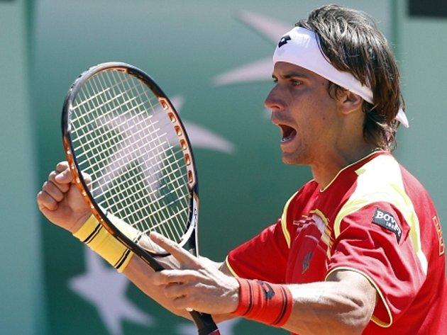 David Ferrer se raduje v Davis Cupu z vítězství nad Rakouskem.