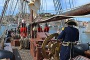 Italský ostrov Elba si v neděli připomenul 200. výročí internace Napoleona. Vzpomínkovou akci ve slunném dni si nenechaly ujít desetitisíce lidí.