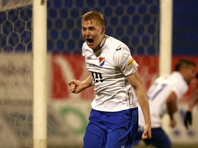 Opora Ostravy Michal Frydrych se raduje z gólu.
