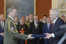 Prezident Miloš Zeman jmenoval Milana Jakubů do hodnosti brigádního generála v roce 2017.