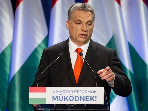 Orbán si opět pochválil úspěšnost bariér vybudovaných na hranicích se Srbskem a s Chorvatskem kvůli ochraně před pronikáním do země. Nicméně dodal, že systém tohoto oplocení se musí ještě víc posílit a rozšířit.