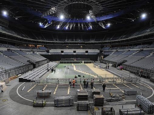 Jako skládačka z 1200 dílů začal 11. listopadu v pražské O2 aréně vznikat dvorec na finále Davisova poháru.