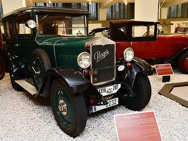Národní technické muzeum vystavuje osobní automobily značky Praga.