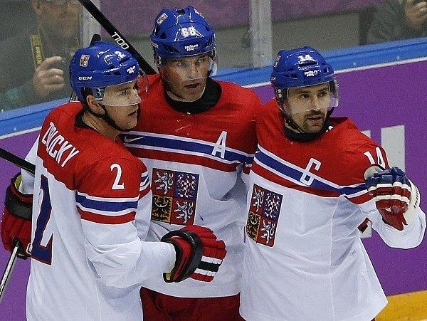 Tomáš Plekanec (vpravo) se raduje spolu s Jaromírem Jágrem a Markem Židlickým