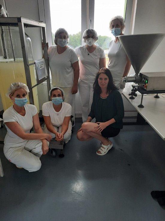 Zaměstnanci ve výrobě v Malém Boru