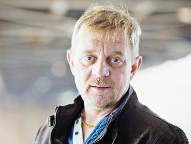 Petr Čtvrtníček, český filmový a divadelní herec, člen pražského Divadla Na zábradlí, autor, režisér i moderátor parodických televizních pořadů.