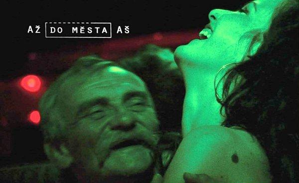 """Film """"Až do města Aš"""" režisérky Ivety Grófové, který je zpoloviny českým snímkem, nominovalo Slovensko na cenu Americké Akademie filmových umění a věd  vkategorii cizojazyčný film."""
