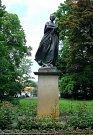 Pomník Boženy Němcové v Žofíně.