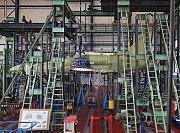 Zkouška pevnosti na prototypu L39NG se značením 7002 - VZLÚ Kbely a Aero Vodochody