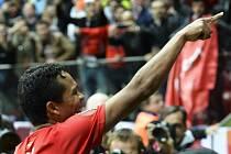 Dněpr - Sevilla: Carlos Bacca se raduje z gólu