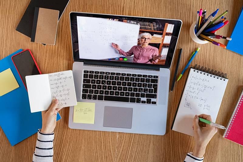 Distanční výuka - počítač je nezbytný.