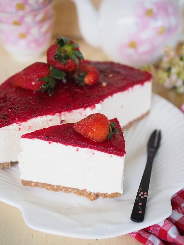 Nepečený jahodový cheesecake