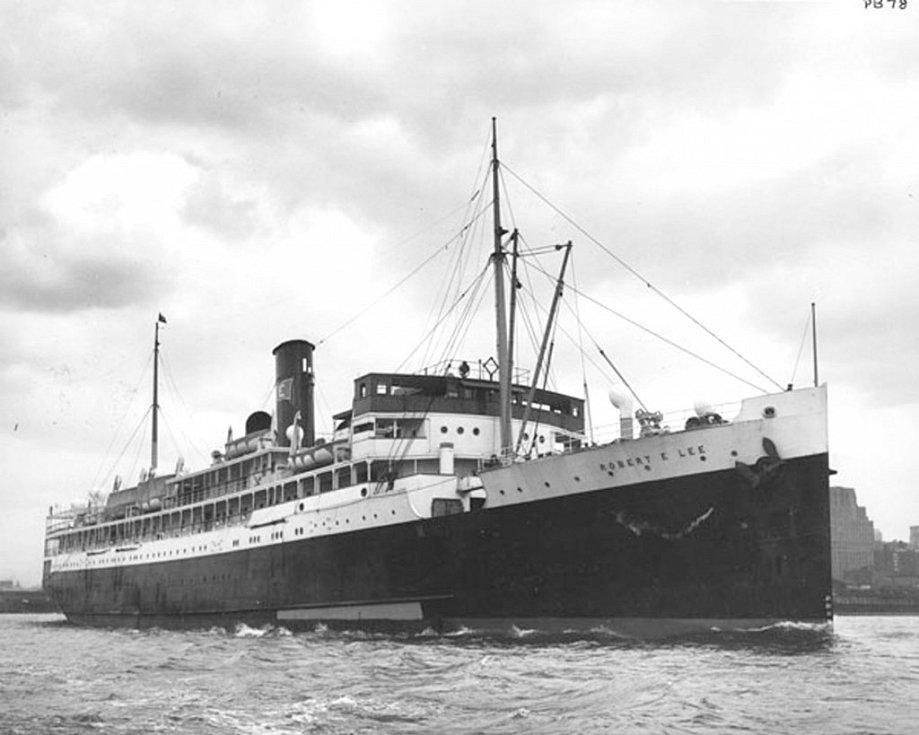 Hitler připravoval tajný ponorkový útok na Spojené státy, nazvaný operace Paukenschlag (Úder do bubnu). V roce 1942 se stal obětí německých ponorek osobní parník Robert E. Lee