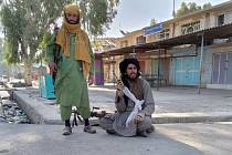 Bojovníci Tálibánu ve městě Farah