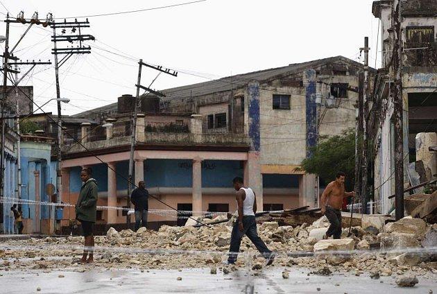 Silný déšť doprovázející Ikea zaplavil kubánská města i vesnice. Síla hurikánu ale stačila na poškození či stržení řady budov, včetně chátrající Havany (na snímku).